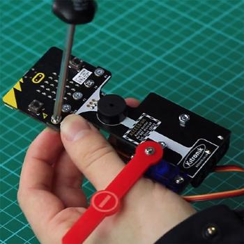 Exemple d'utilisation de la platine ACCES:bit sur une carte micro:bit