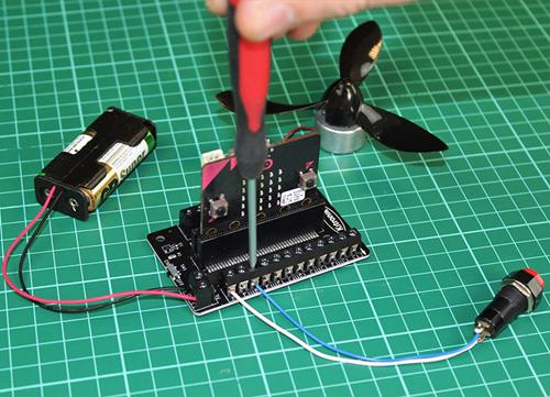 Exemple d'utilisation de la platine bornier KITRO5651 pour micro:bit
